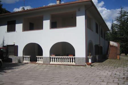 villa stile toscano a L'Aquila - L'Aquila - วิลล่า