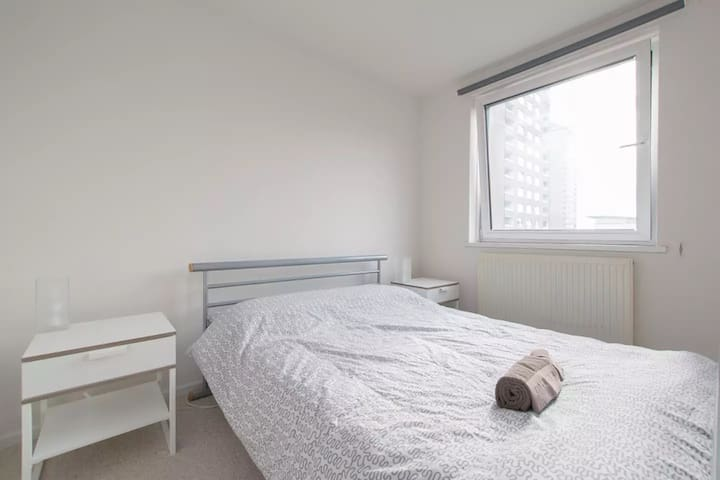 Spacious Private Room in Canary Wharf