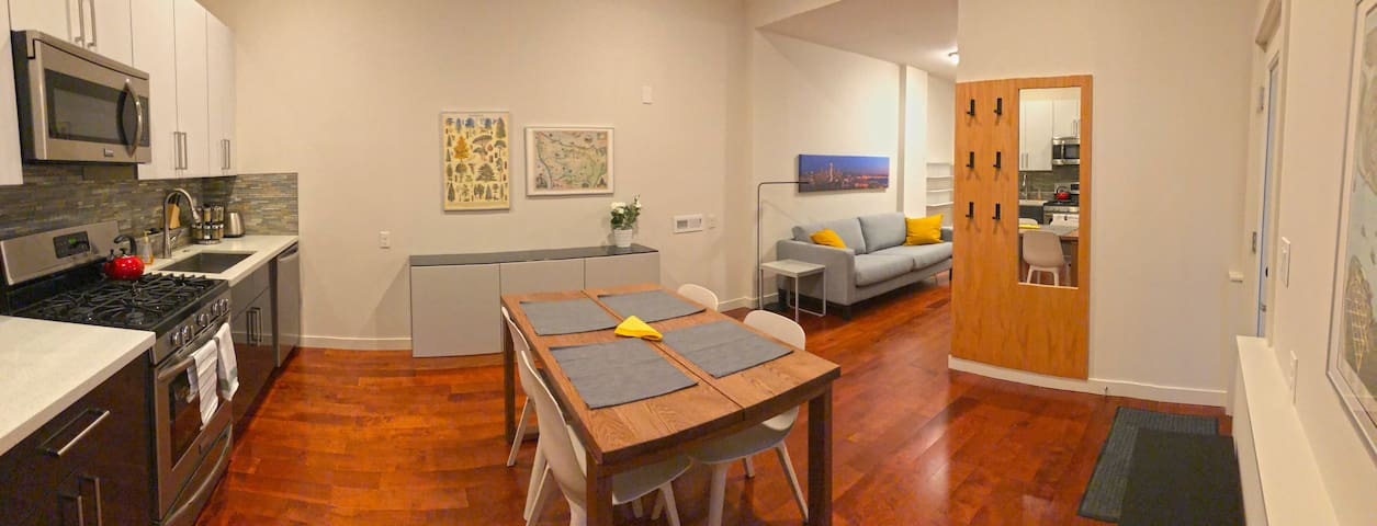 2BD Modern Seattle Apartment