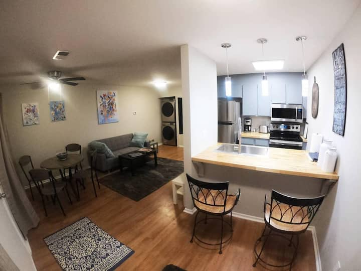 New!! Conveniently Located Private 1-BR Apartment