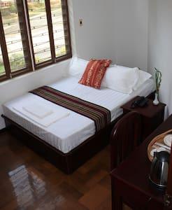 Inle Valley B&B-Superior Room - Yangon - Bed & Breakfast