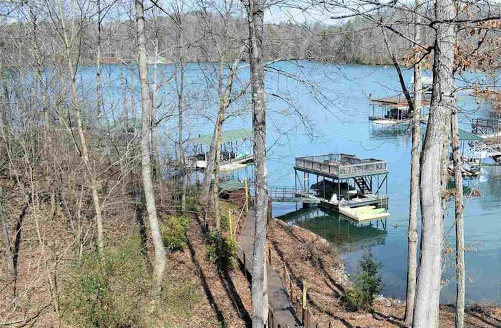 Lake front home with optional boat rental.