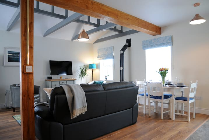 Beautiful high ceiling/beam features, cosy wood fireplace, lounge and seating, dining for 2-6...