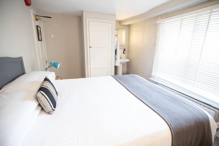 Blue room - double room shared bathroom