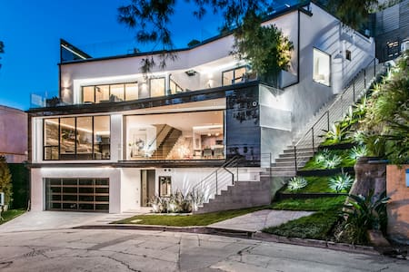 Modern Hollywood Hills w/ Rooftop Infinity Pool