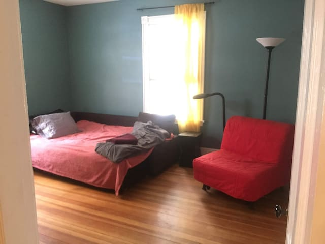 Comfy room 15-min from Downtown Boston