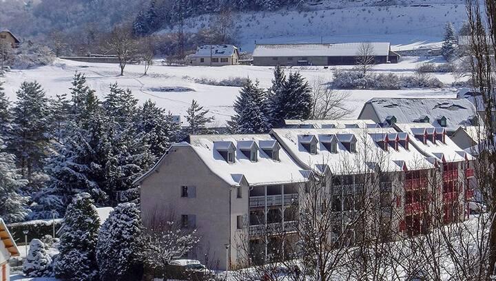 Duplex entre rivière et montagne 4 à 6 personnes.
