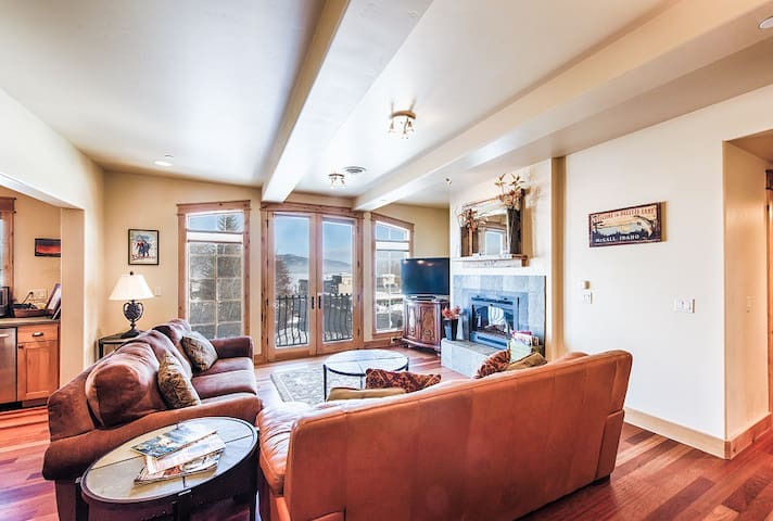 Park Street Penthouse East - Downtown McCall, Lake Views
