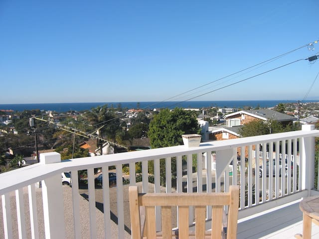 Charming Encinitas Beach Cottage- ocean views!