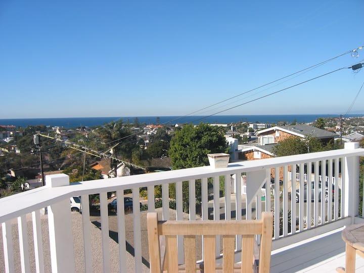 Charming Encinitas Beach Cottage- ocean views!