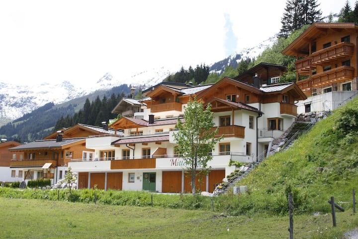 Modernes Apartment in Saalbach-Hinterglemm mit Garten