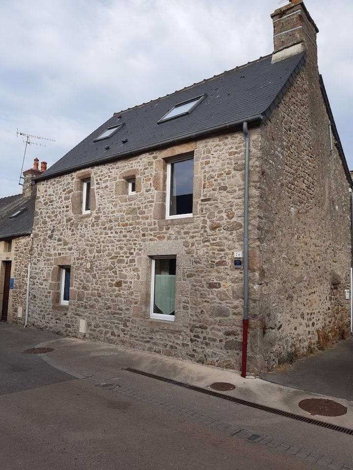 Saint-Vaast-La-Hougue - Maison de caractère
