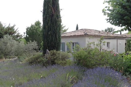 Petite maison dans propriété,calme, près Aix en Pc - Venelles