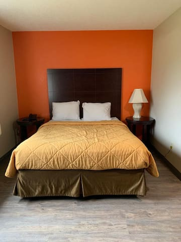 Portland Value Inn & Suites, 1 Queen