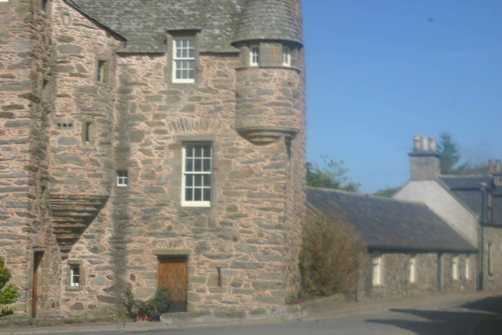 Lady Margaret Cottage is to the right of Fordyce Castle