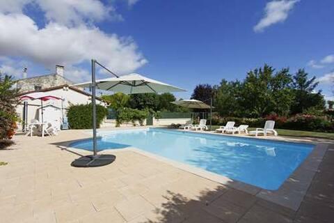 PalmTree Villa. Sleeps 8 with exclusive pool.