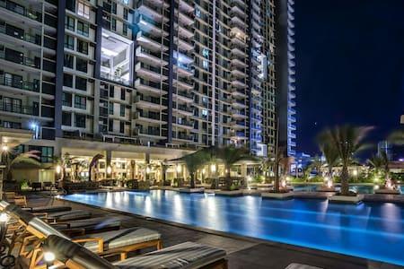 Luxury Resort! 2 pax! FullFurnish - แมนดาลูยอง