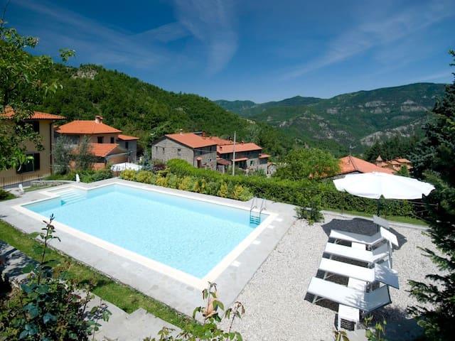 Amazing tuscany villa with swimming pool & jacuzzi