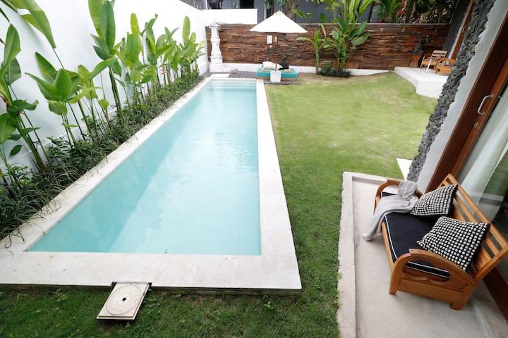 Studio No.8 with garden & pool view