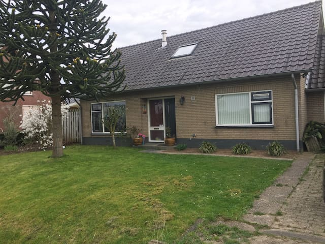 Lovely holidayhouse at the Waal - Heerewaarden - Bungalow