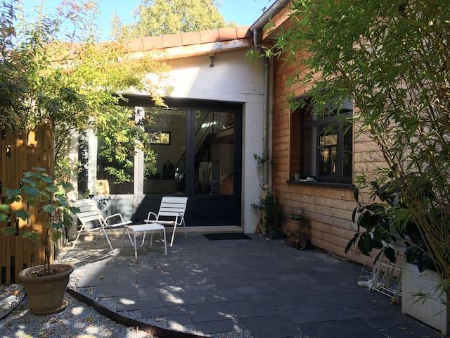 Atelier rénové classé 67m2 idéal famille centre