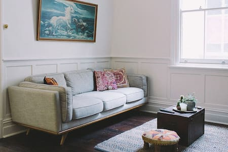 Charming Cooks Hill Cottage - Cooks Hill