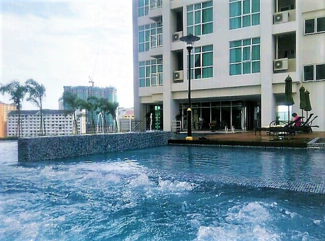 Penang New studio suite pool view in Georgetown - George Town - Osakehuoneisto