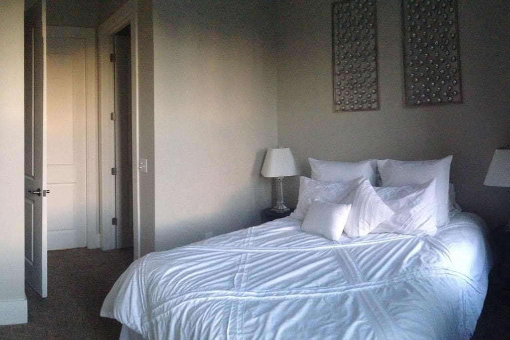 Queen bed with private entrance to bathroom and a walk in closet