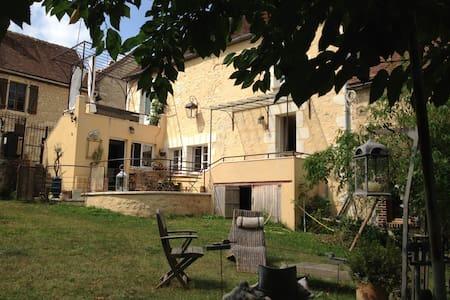 MAISON ANCIENNE AU COEUR DU PERCHE - Vichères - Hus