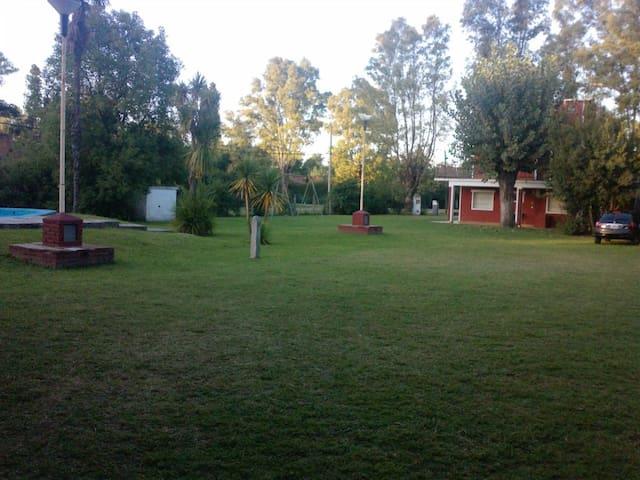 Casa quinta con piscina y quincho - La Union - Chalé