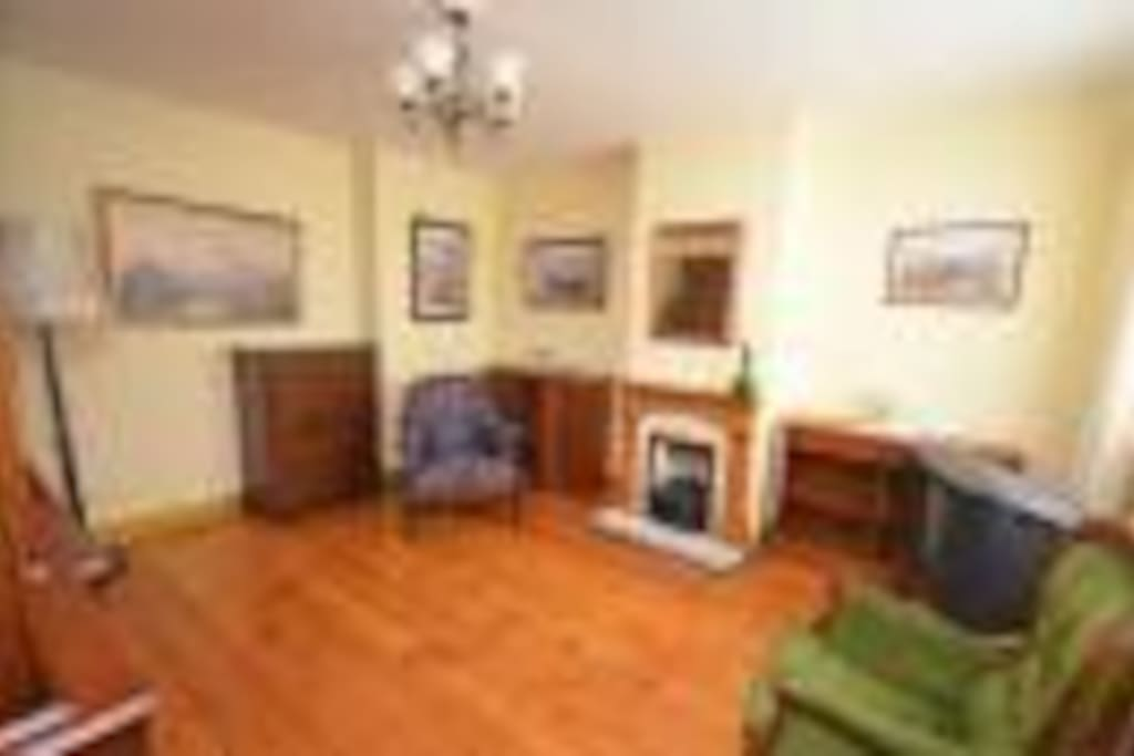 Spacious double or single bed/sitter, ground floor