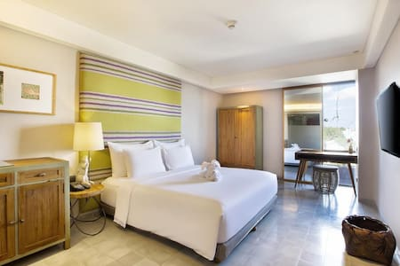 This 27 square meters deluxe room offers comfort and style, artistically decorated with vibrant color schemes and ethnic patterns, equipped with a bathroom and shower, Wi-Fi connection, cable television ( Double Bed Request on availability )