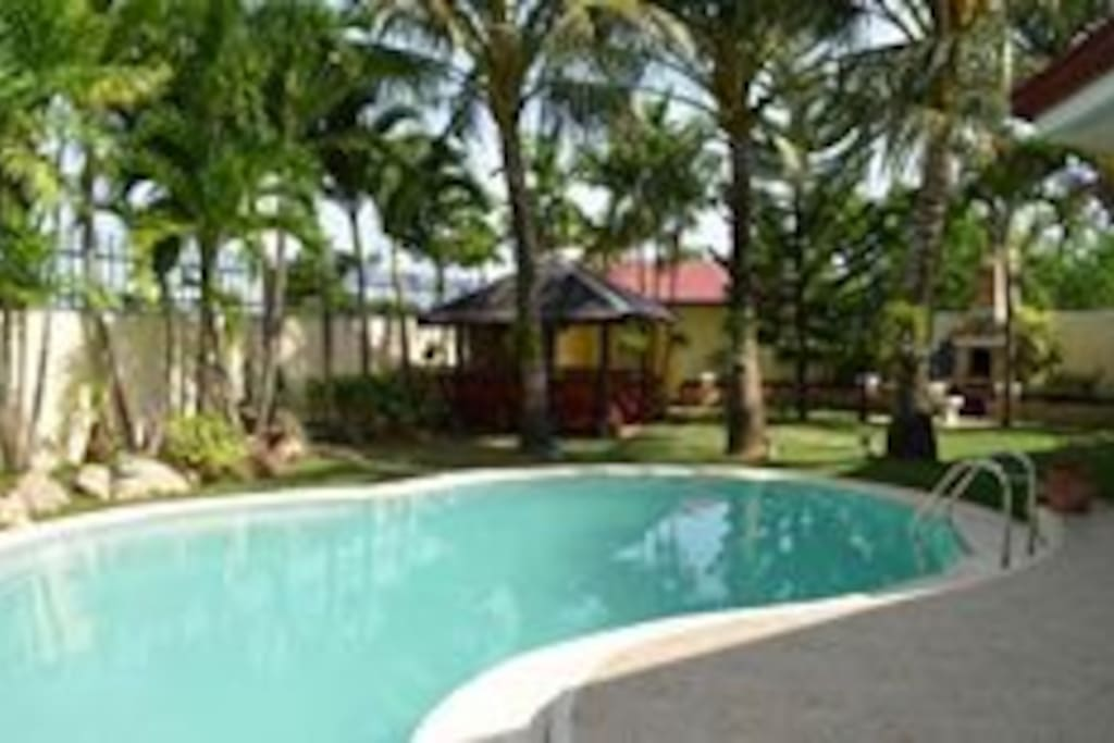 House and lot with pool for rent houses for rent in lapu lapu city central visayas philippines for Houses to rent with swimming pool uk