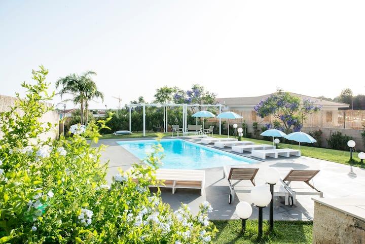 Villa Michelle, antico casolare con piscina.