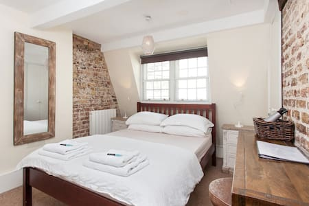 2) Soho Penthouse - Private Room - King Size Bed - London