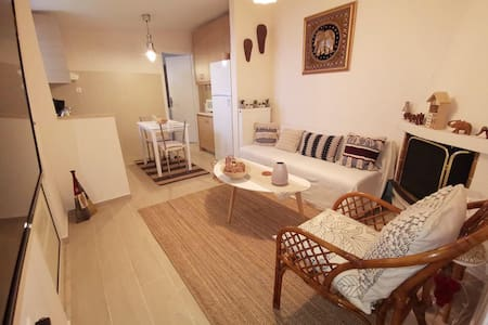 Cosy studio with parking, near to beach & airport