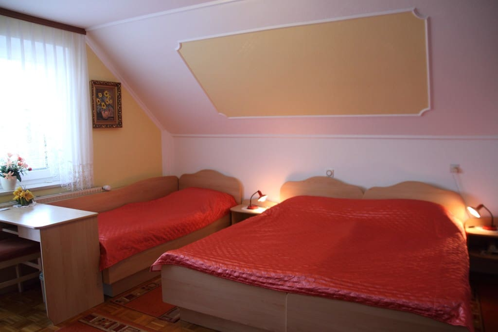 Room for 3 or 4 person rooms apartments jana chambres for Chambre hote ruoms