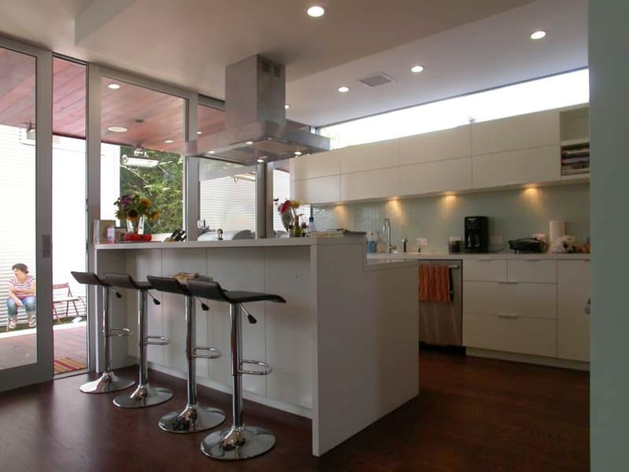 Large modern kitchen with all amenities plus Bosch SS appliances.