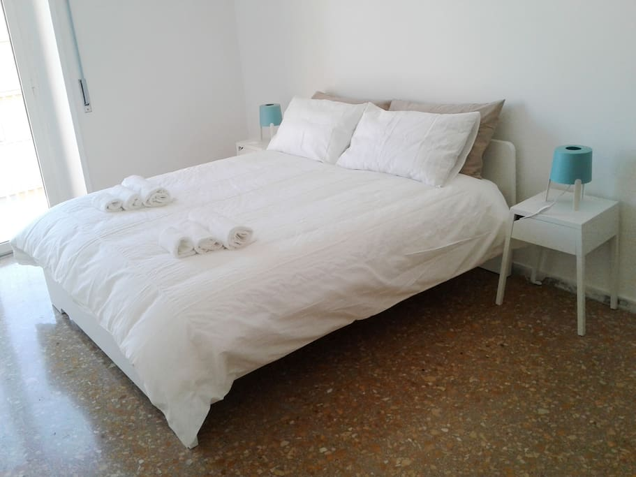 Double room with double bed and balcony