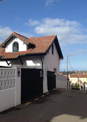 casa individual con jardin - Santander - Huis