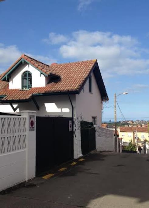 Casa individual con jardin houses for rent in santander for Casa jardin cantabria