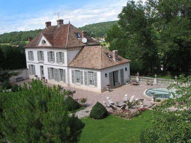 Château de Montbertoin - Montreuil-aux-Lions