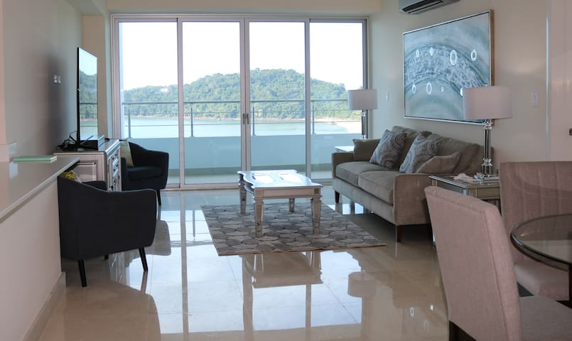 Perfect one bedroom apartment with stunning view
