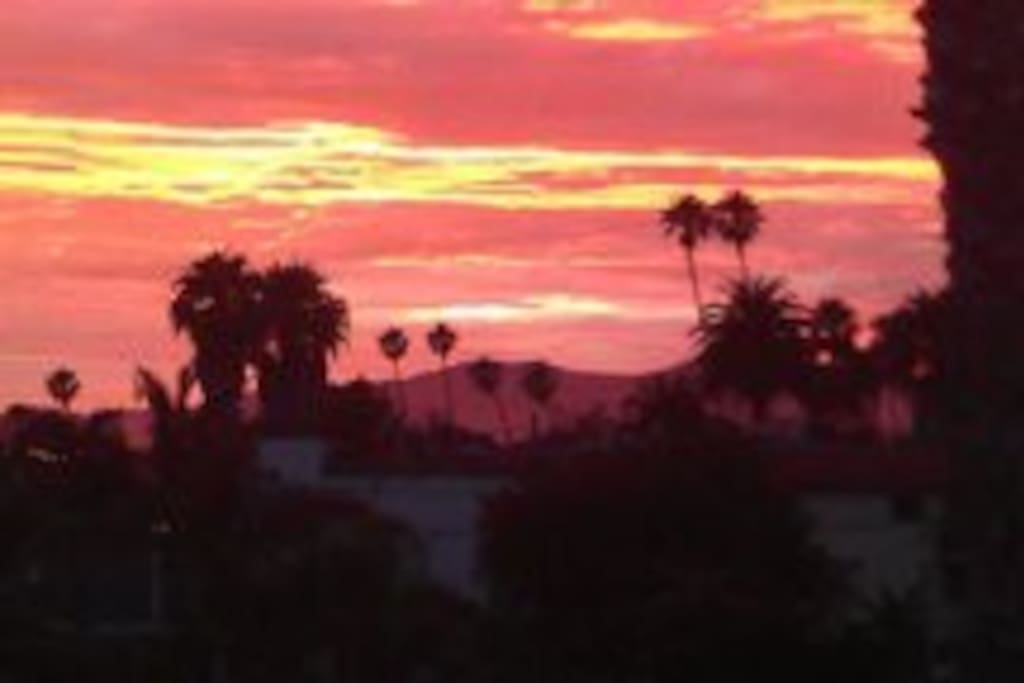 Enjoy the Sunset from rooftop deck or Loft balcony