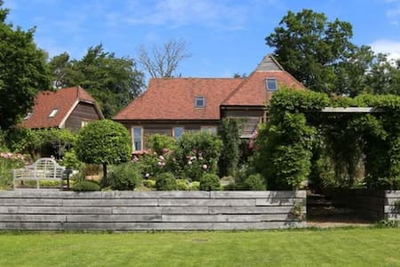 Large Country House for 21 people - Flimwell