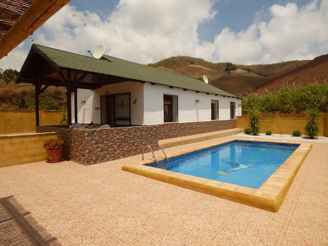 house with private pool 3 kms beach