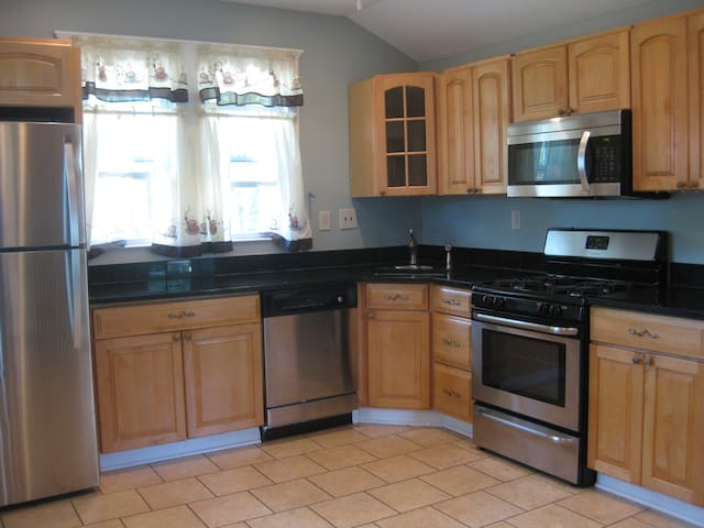4 bedroom house -great area! (2455)