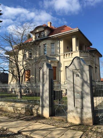 Kleine FeWo oder Zimmer in Villa - Crimmitschau - Flat