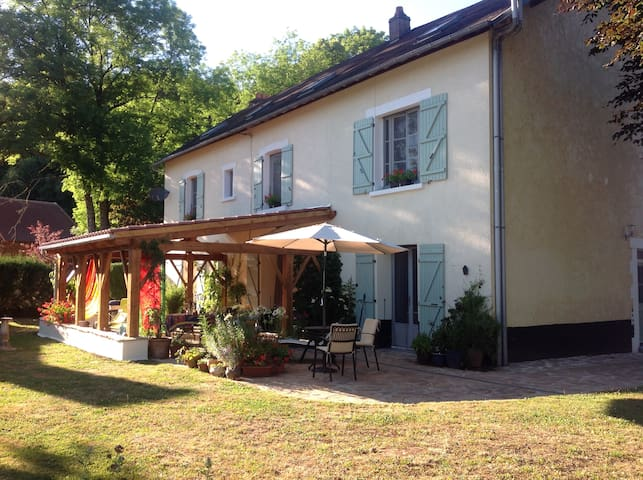 Charming B&B in our country home - Saint-Yrieix-la-Perche - Aamiaismajoitus