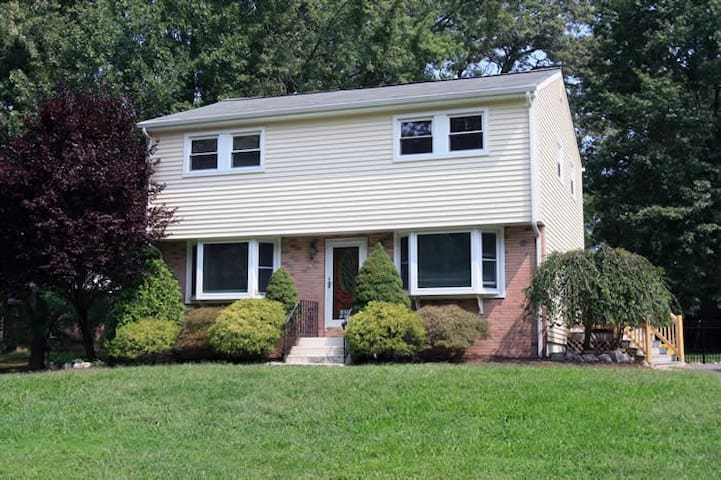 5 bedroom house - great area! (88) - East Brunswick - Hus